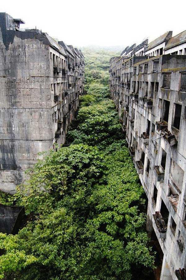 04-Abandoned-flats
