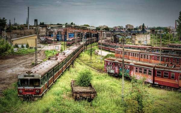 08-Abandoned-train-depot